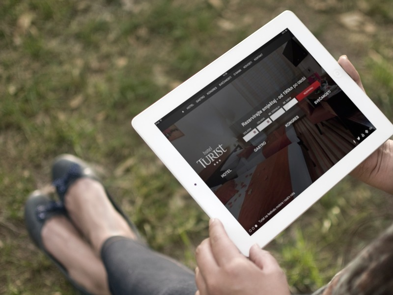 hotel turist web page tablet preview